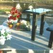 Стол и лавка из гранита на площадке возле памятника